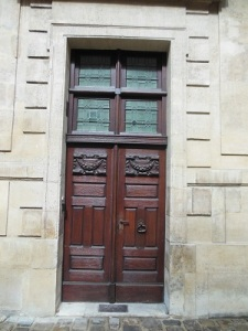 fancy wooden door in paris