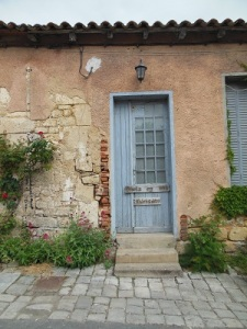 picturesque door in Blaye