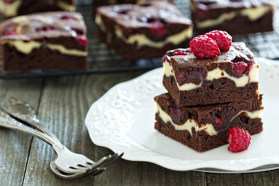 Cheesecake brownies with raspberry
