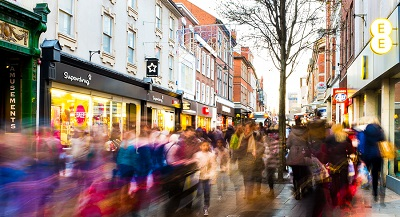 Busy retail high street 3 days after Christmas